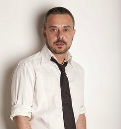 """Toni Hill, autor de """"El Verano de los Juguetes Muertos"""" y """"Los Buenos Suicidas""""."""