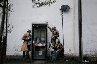 Imagen de los agentes espiando las conversaciones telefónicas.