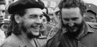 el Che con Fidel Castro, durante la revolución cubana.